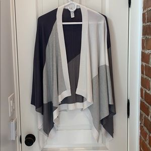 LuluLemon gray and white wrap one size never worn